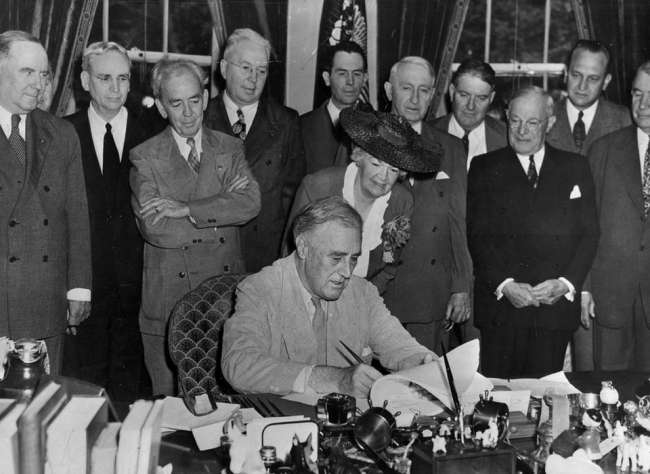 Roosevelt signs the GI Bill