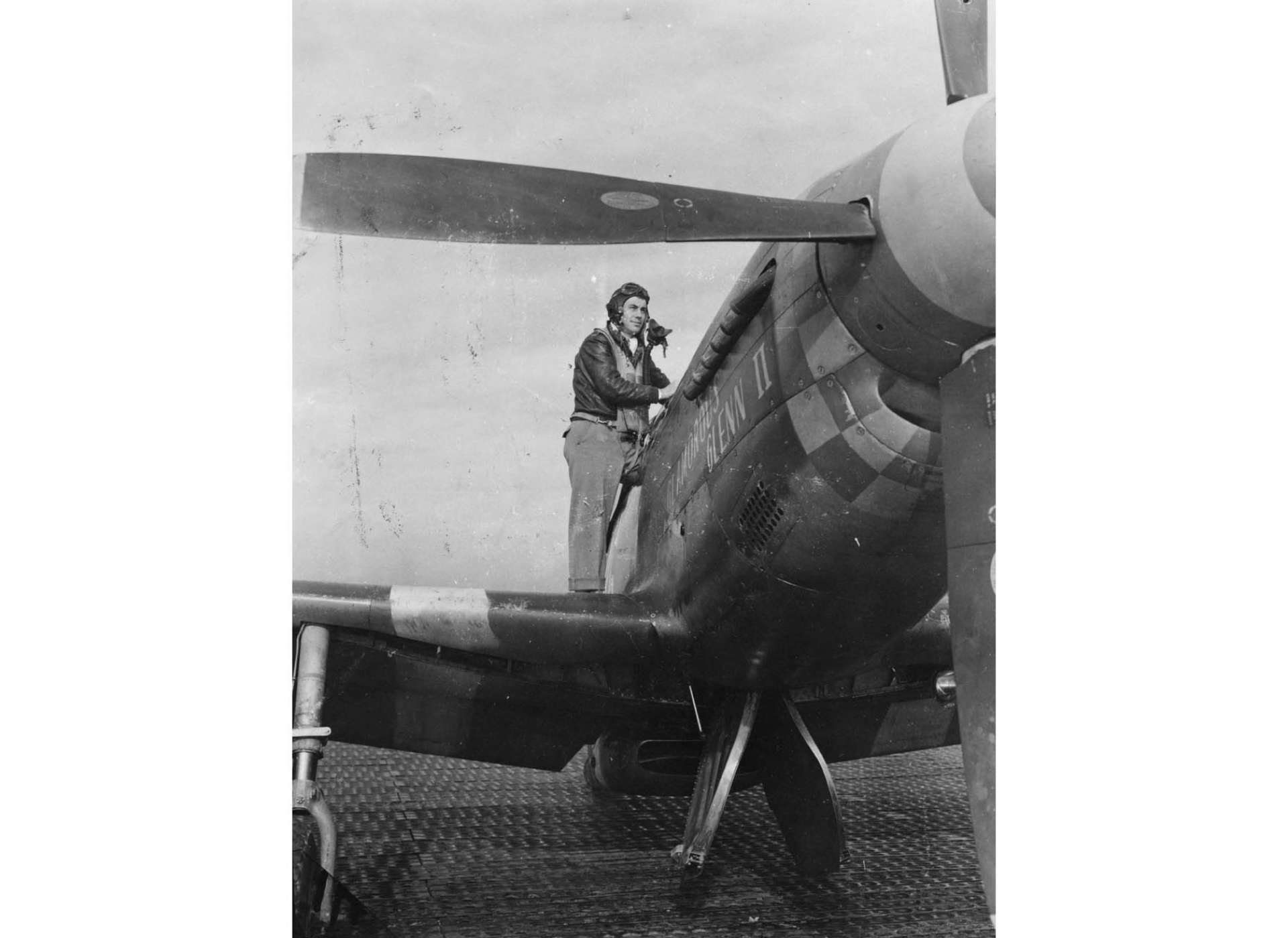 1st Lieutenant Charles E. Yeager with Glamorous Glenn II (Image: American Air Museum in Britain)