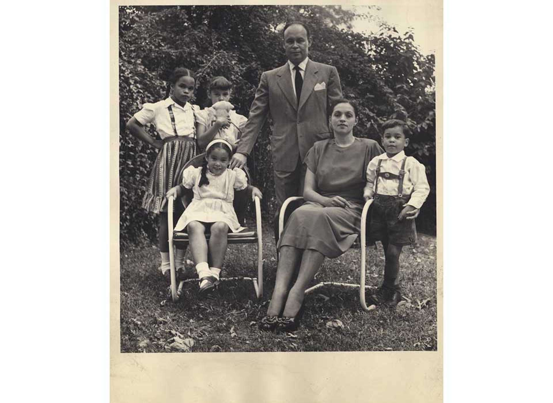 Charles Drew with his wife Lenore and their children; Howard University, Charles R. Drew Papers.