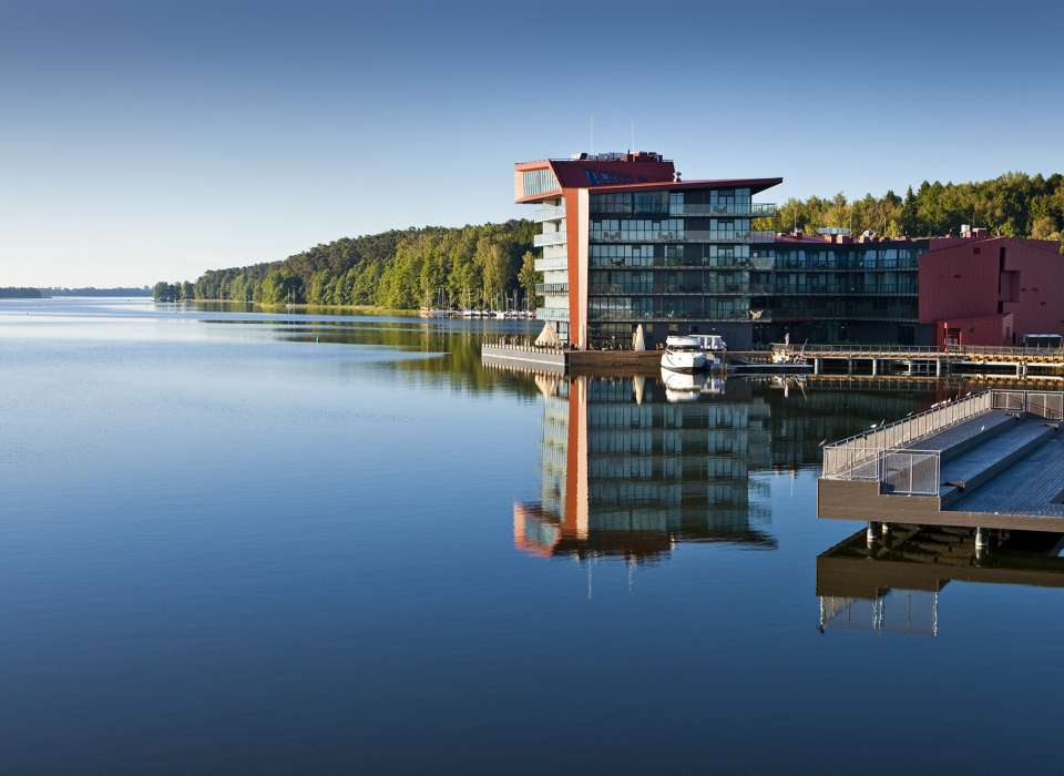 Hotel Mikolajki on lake