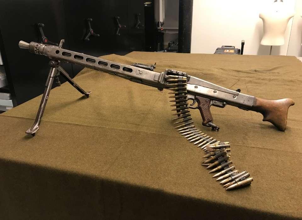 How to make a paper gun that shoots | 700x960