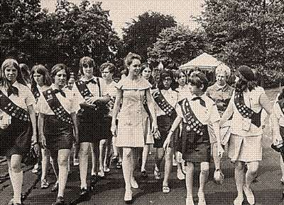 Girl scouts, 1940s